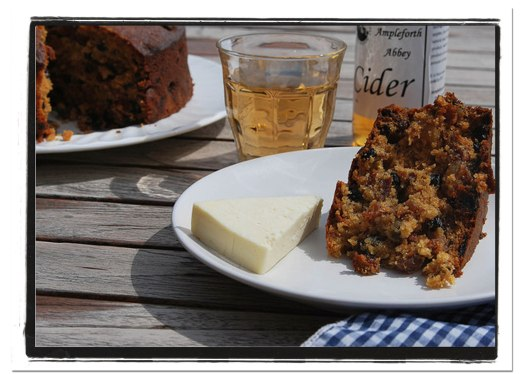 Cider fruit cake